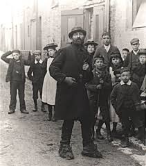 poverty a study of town life The results were published in 1901 as 'poverty: a study of town life' which soon  became a classic sociological text that influenced research methods in the.