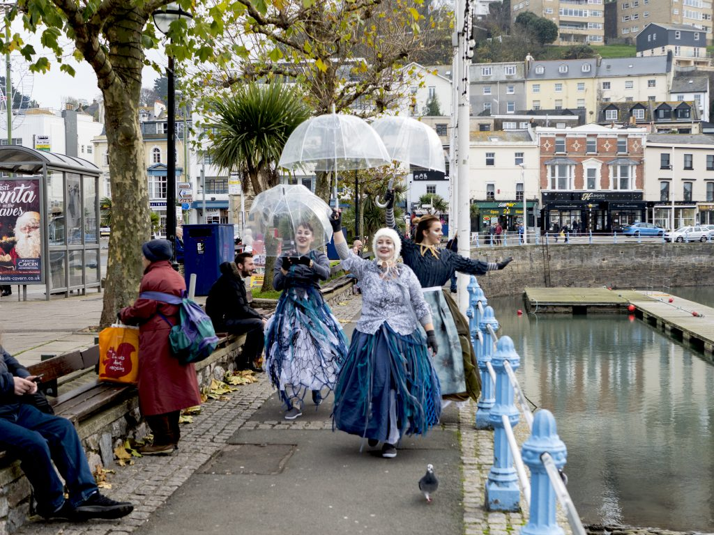 Image of Far Flung Dance Theatre arriving to perform at the Harbour. Photo Credit: Ryan Hardman